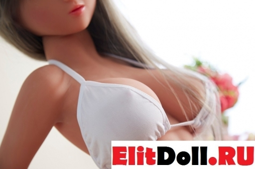 Реалистичная силиконовая секс кукла Адрианна